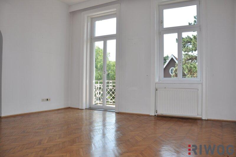 Topsanierte 4,5-Zimmer-Altbauwohnung mit Wintergarten und Balkon!