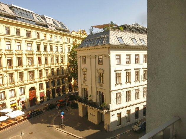 Prachtvoll renovierte helle Balkonwohnung/ Nähe Schwedenplatz!