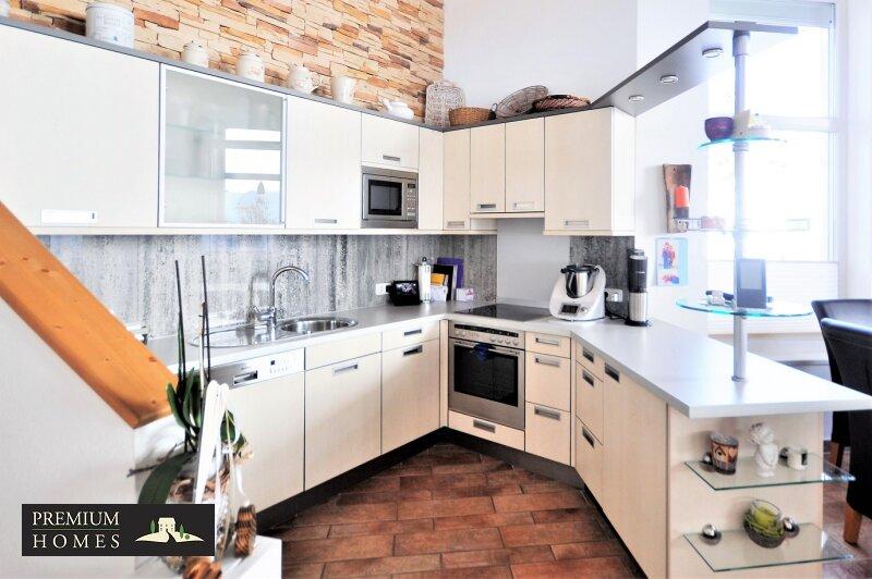 Kirchbichl Zweifamilienhaus_ hohe Qualität mit Modernem Design_Küchennische