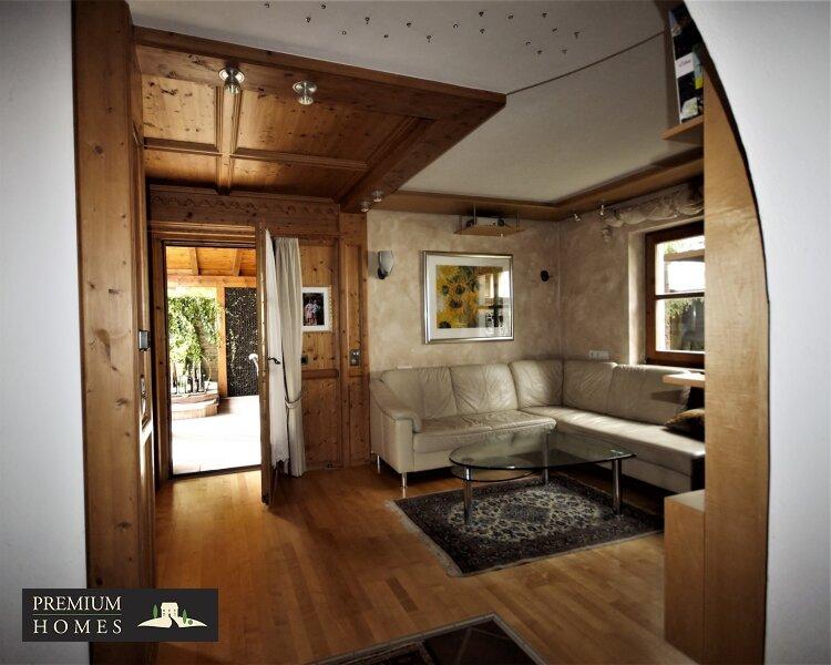 Breitenbach am Inn - Elegantes Landhaus - Wohnzimmer mi Zugang Terrasse
