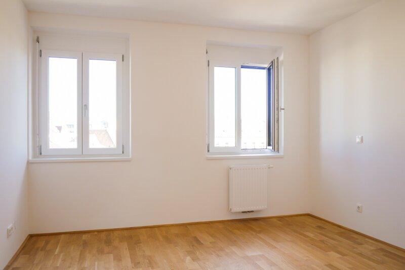 Zimmer straßenseitig