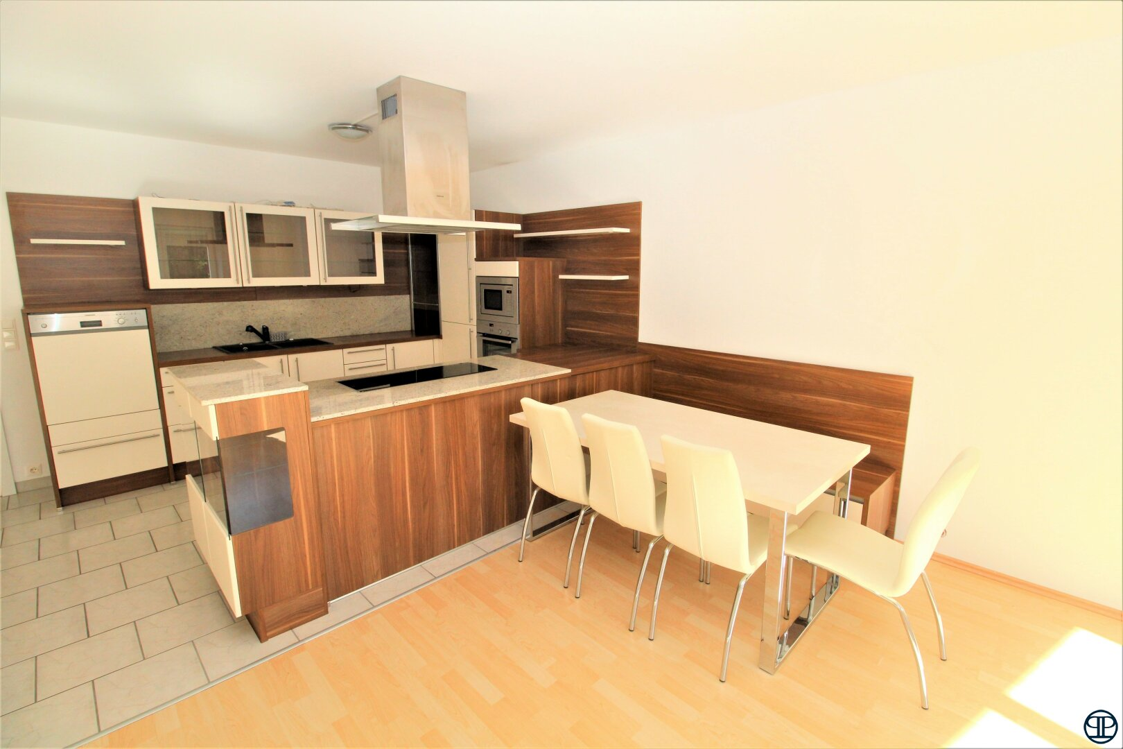 Küche mit Essbereich