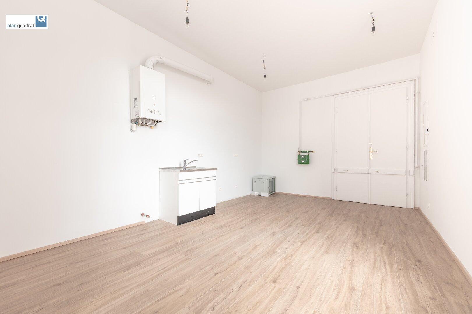 Vorraum mit Küchen- & Serverbereich
