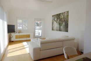 Komplett möblierte DG-Wohnung mit 2 Südbalkonen