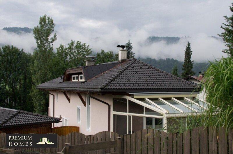 Kirchbichl Zweifamilienhaus_ hohe Qualität mit Modernen Design_Ansicht_Haus von oben mit Wintergarten_Nordwesten