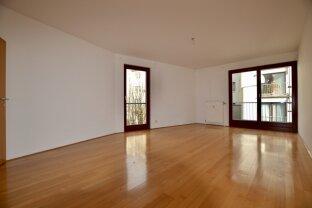 Zentrale, sehr ruhige und helle Balkonwohnung, Garagenplatz optional