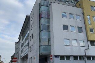 2 Zimmer mit Loggia und Garagenplatz!