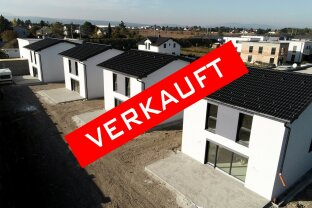 Neu errichtete Ziegelmassivhäuser in Siedlungslage