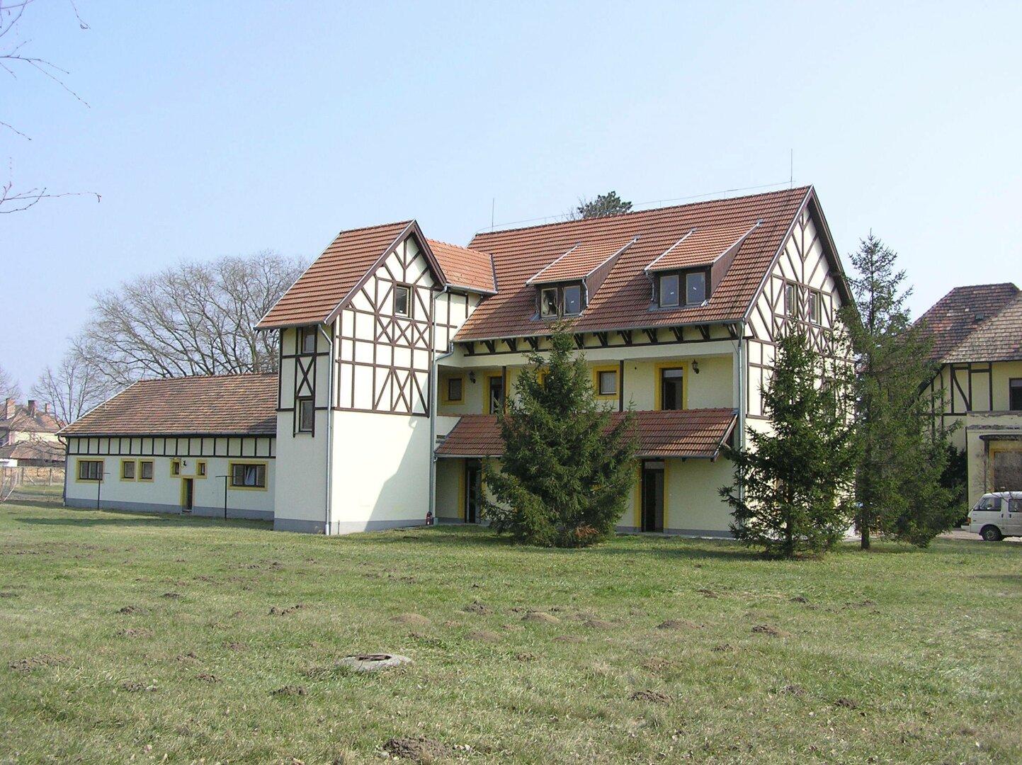 Nebengebäude mit 9 Appartments Sauna Wellness
