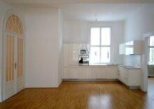 Helles, Altbau-Appartement