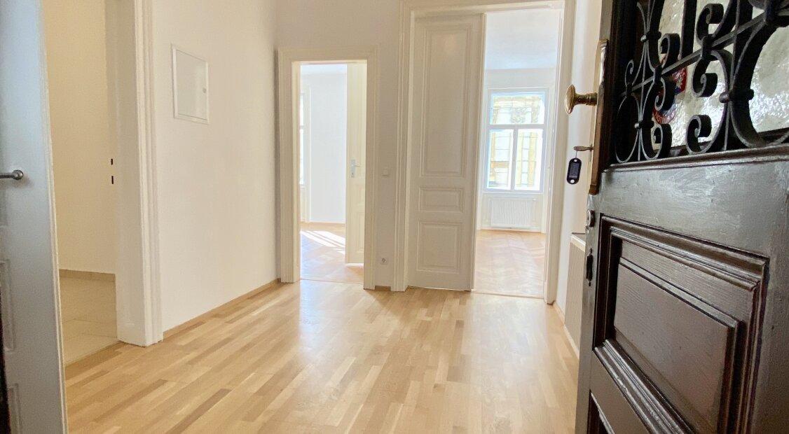 Wunderschöne 3 Zimmer Wohnung in ruhiger Lage - auch 2er WG geeignet - nur 3.tes Zimmer ist nicht zentral begehbar