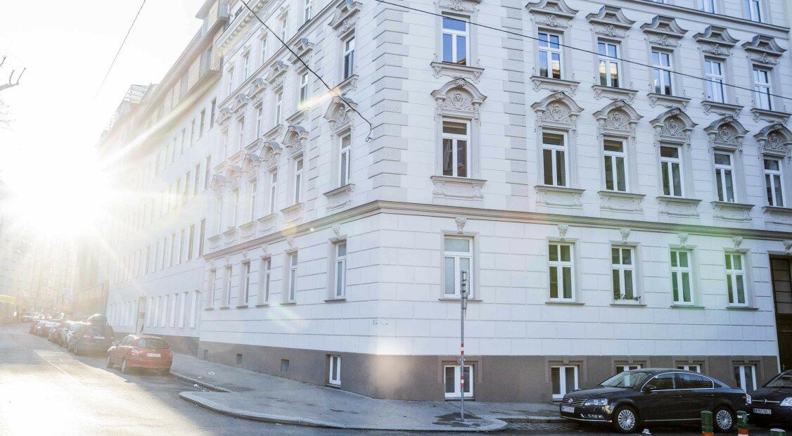 Reserviert! Exclusive! Sonnige DG-Wohnung mit 4 Zimmer und Terrasse