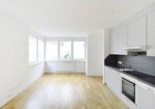 Appartement mit Balkon, U6