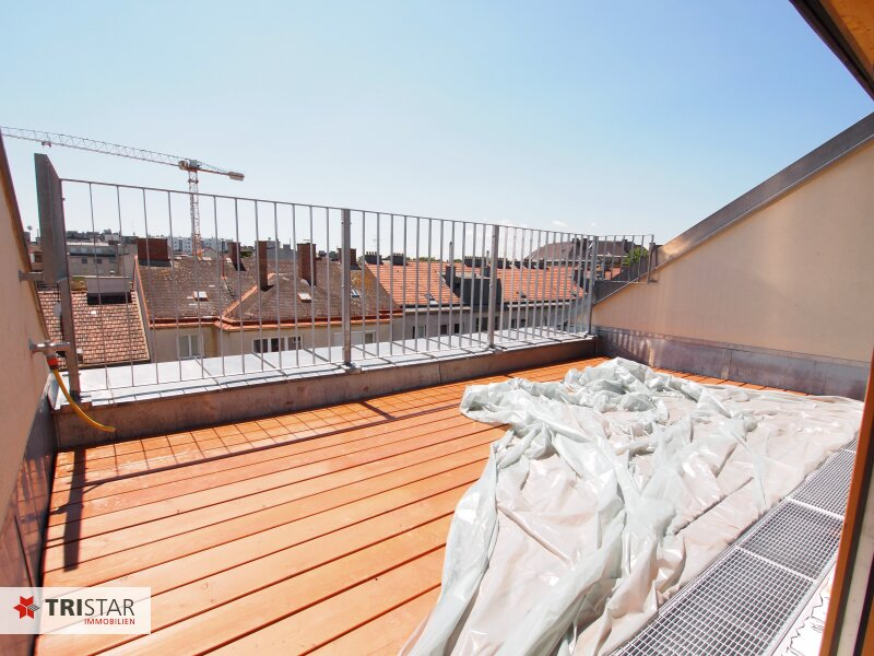 Hochwertig errichtete 3 Zimmer DG-Wohnung mit großer Wohnküche, Bad, separater Toilette und Terrasse, in wunderschöner Innenhofruhelage! /  / 1100Wien / Bild 2