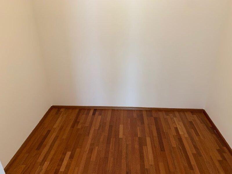 Zimmer 1 mit anschließenden Schrankraum