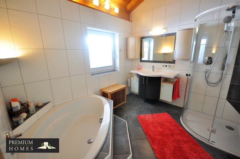 Kirchbichl Zweifamilienhaus_ hohe Qualität mit Modernem Design_Bad