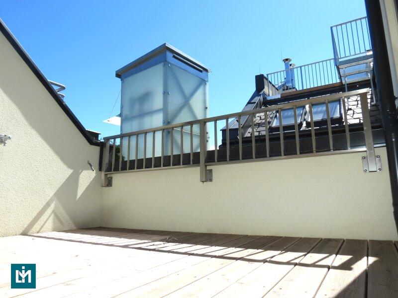 Dachgeschosswohnung mit Terrasse im generalsanierten Altbau