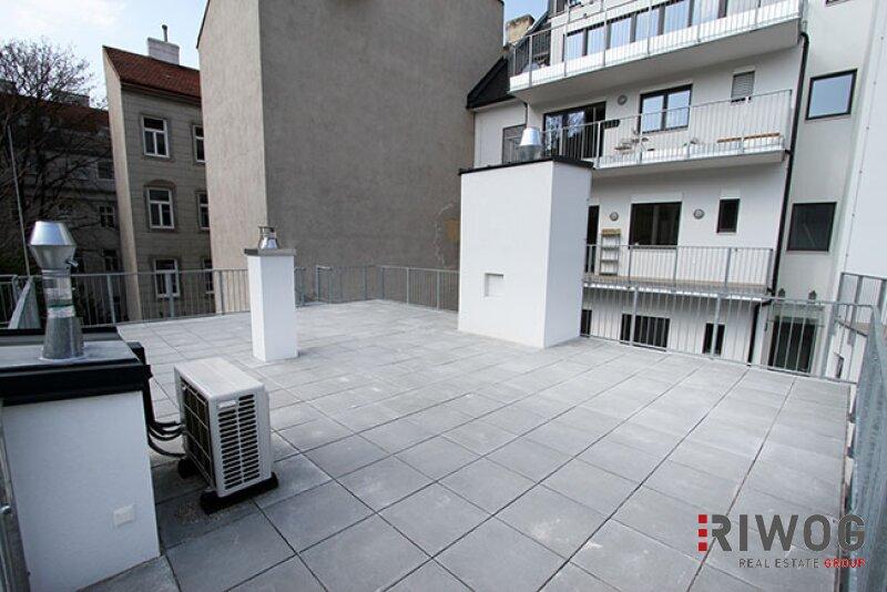 ERSTBEZUG - wunderschöne 3-Zimmer Wohnung  mit riesiger Dachterrasse im Hofzubau /  / 1180Wien / Bild 2