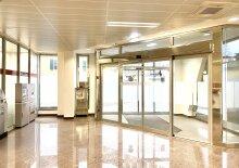 Lichtdurchflutetes Büro mit einladender Glasfront in Andritz