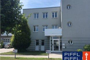 108 m2 im Erdgeschoss: Büro/Ausstellungraum/Lager
