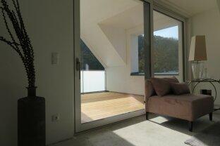 Exklusive Dachgeschosswohnung mit Haus-Charakter und Klimatisierung