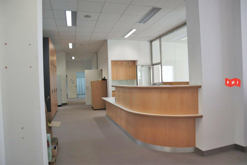 Bürofläche   Stellplätze   Unbefristet