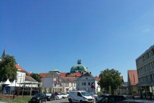 Erstbezug nach Generalsanierung! TOPLAGE beim Rathausplatz!