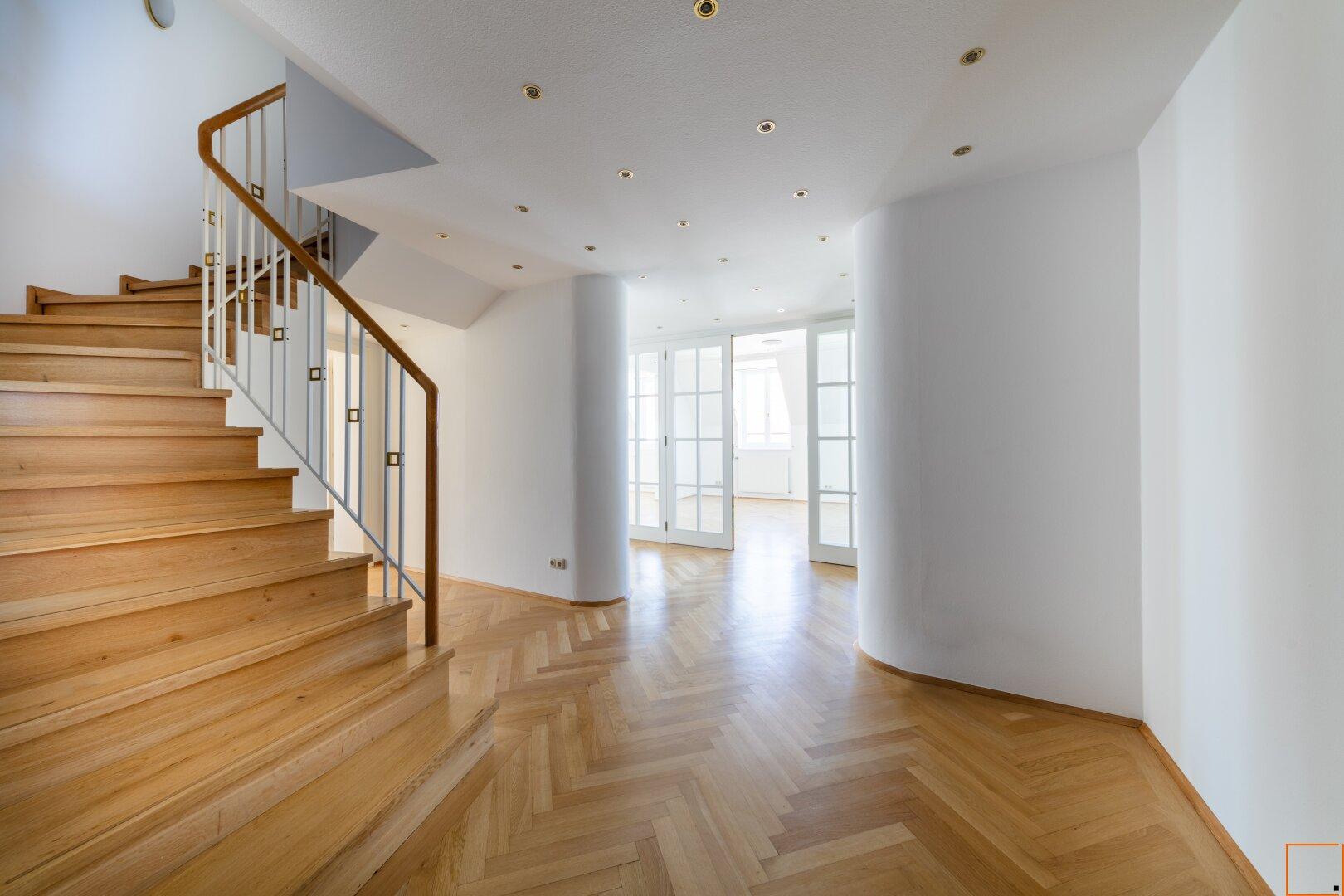 Vorzimmer mit Stiegenaufgang ins Obergeschoß