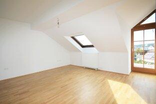 Großzügige 3 Zimmer DG-Wohnung mit Balkon & Weitblick -WG auch möglich
