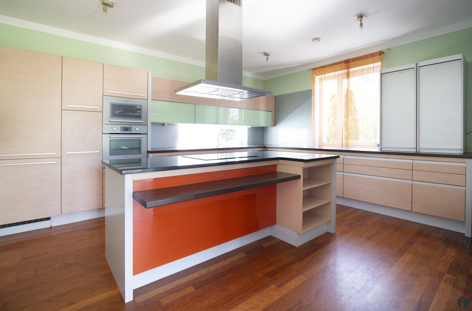 moderne, geräumige Küche