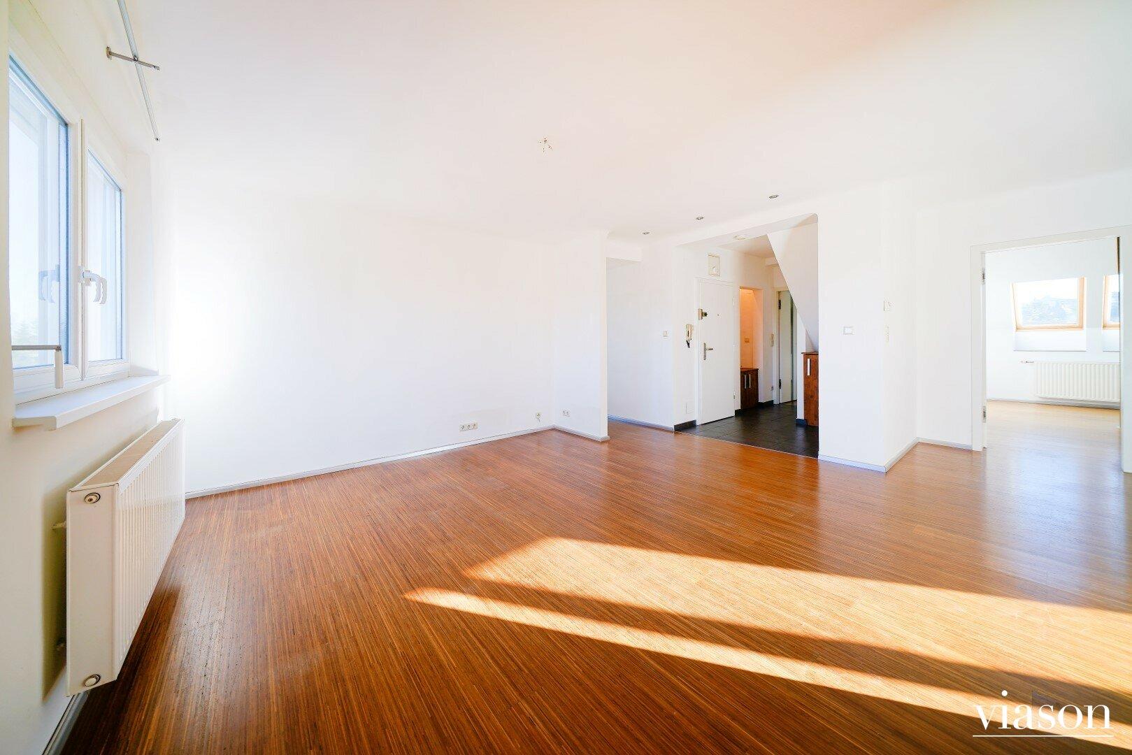 Wohnzimmer mit Blick zum Vorraum