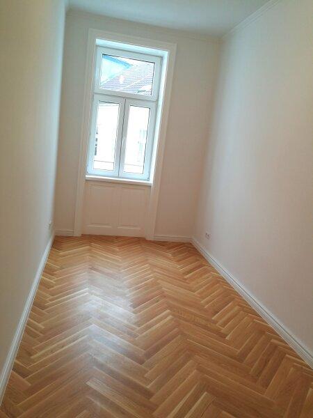 ERSTBEZUG - 4 Zimmer ALTBAU top saniert - 1030 Wien - 3. OG Top 17 ------ U Bahn Nähe - LOGGIA  - Schlafzimmer Hofseitig /  / 1030Wien / Bild 5