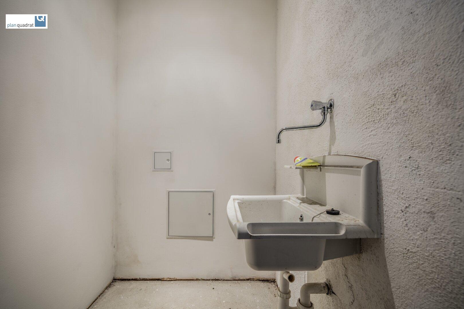 """""""Abstellraum"""" mit Waschbecken"""