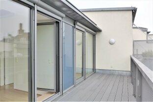 Moderne Dachterrassenwohnung im revitalisiertern Stilaltbau! Sehr gute Lage!
