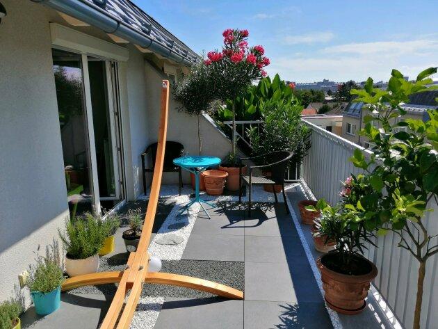 Lichtdurchflutete Maisonette-Wohnung mit 2 Terrassen und tollem Fernblick!