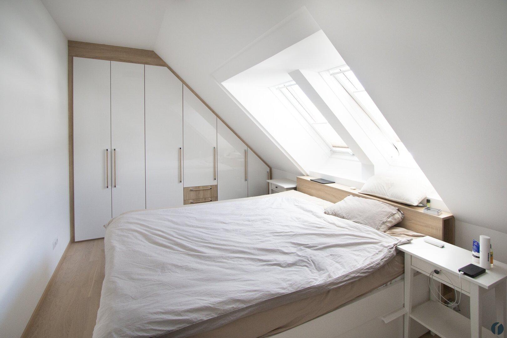 Schlafzimmer inkl. Einbauschrank und Bett