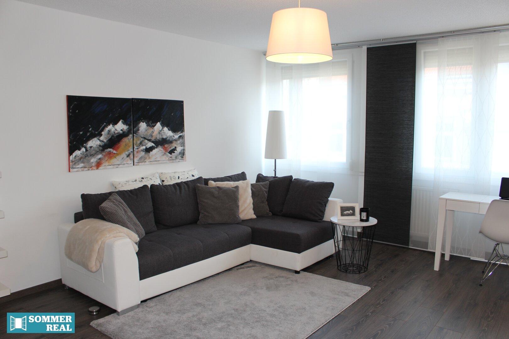 Blick auf das Sofa