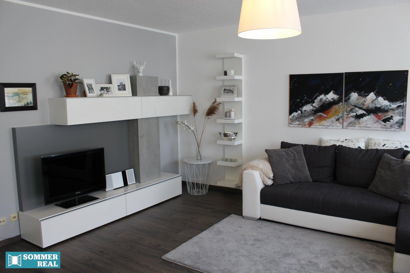 Wohnzimmer mit Blick auf das Sideboard