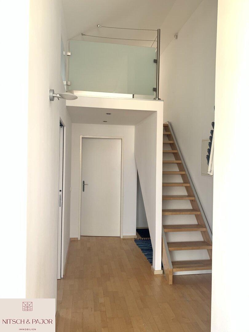 Zugang zu den Schlafzimmern / Aufgang zur Dachterrasse