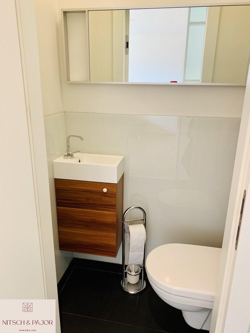 separate Toilette EG