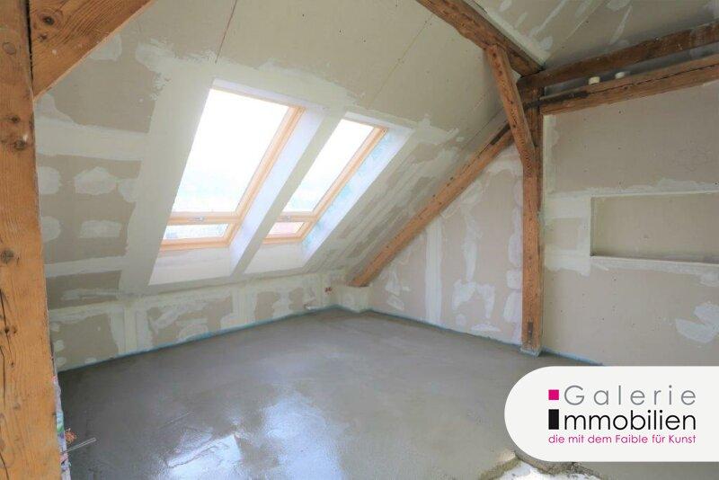 Exklusive Dachgeschoßwohnung mit Parkplatz und Garten Objekt_34131