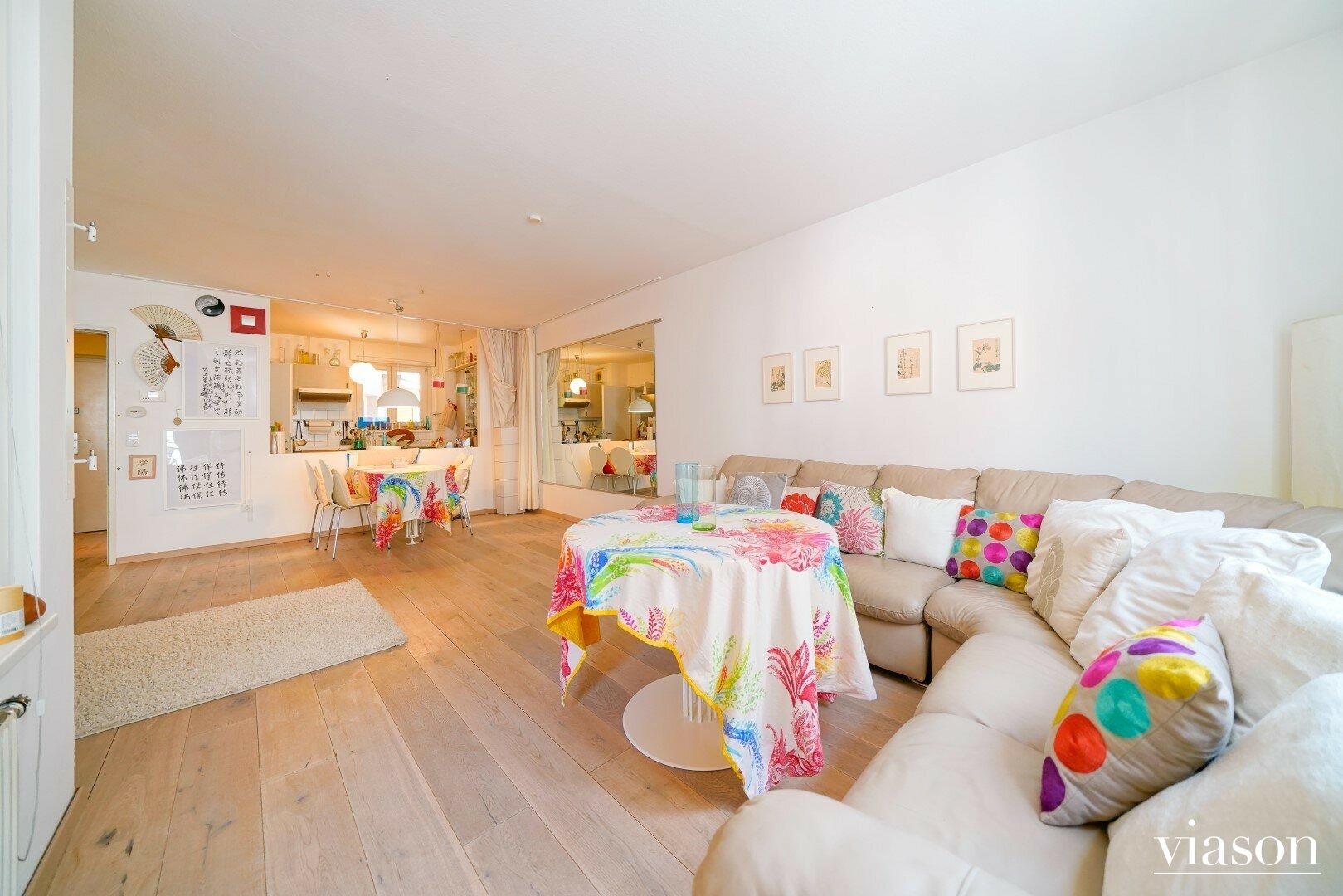 Wohnzimmer - Blick zur Küche