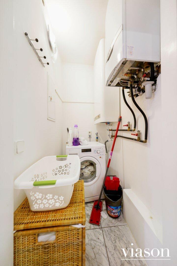 Abstellraum mit Waschmaschinenanschluss