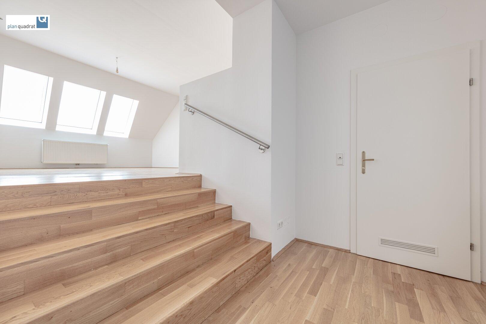 Vorraum (ca. 7,70 m²) mit Aufgang zum Wohnbereich