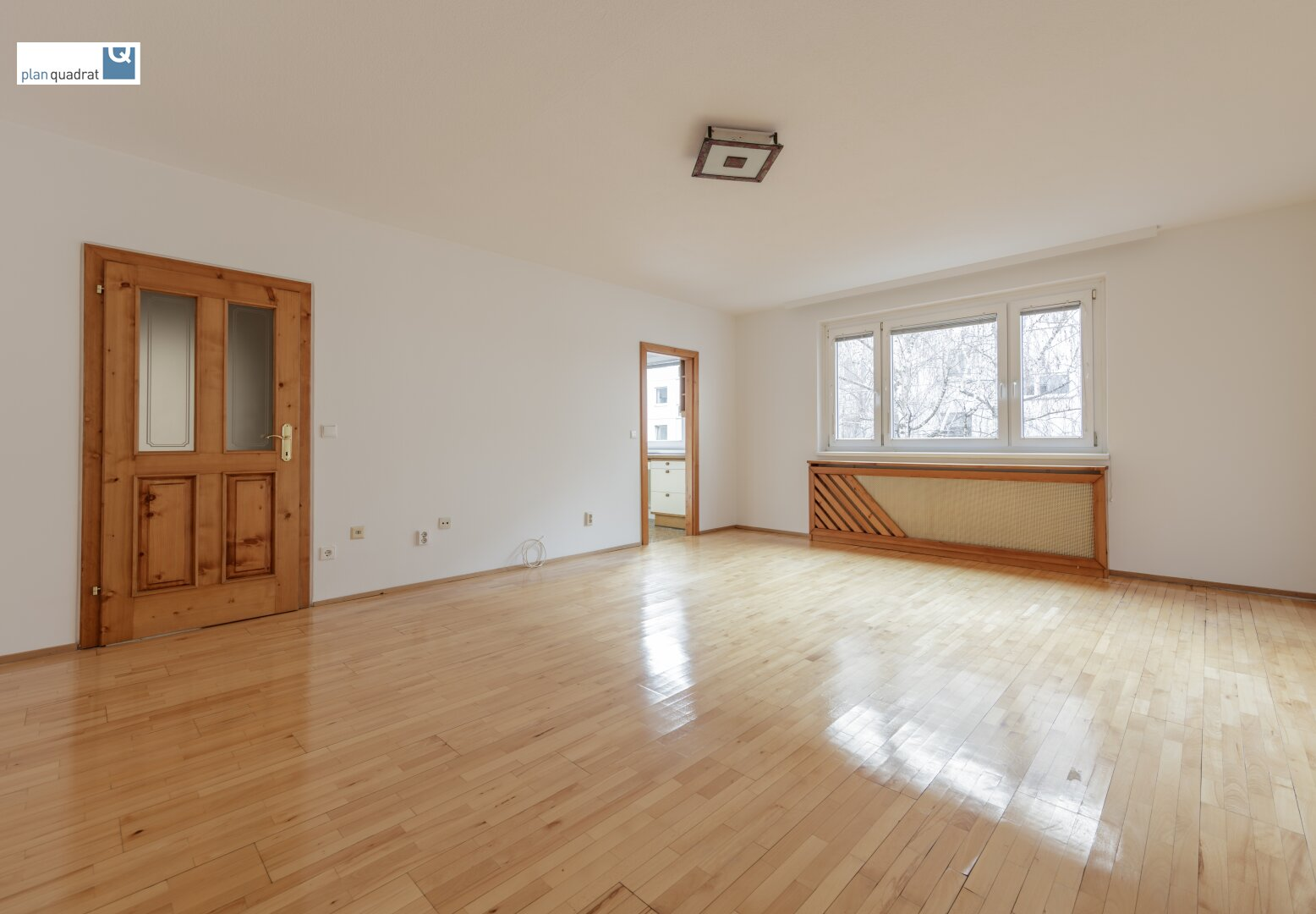 Wohn- / Esszimmer mit Zugang zur Küche