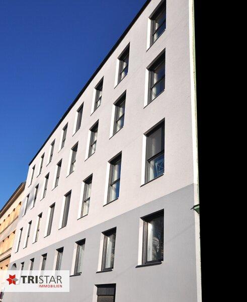 ++NEU++ 3-Zimmer-Dachgeschoßwohnung mit großer Dachterrasse im Generalrevitalisierte Altbau-Haus ++Nähe U-Bahn (U3) +++ /  / 1150Wien / Bild 1