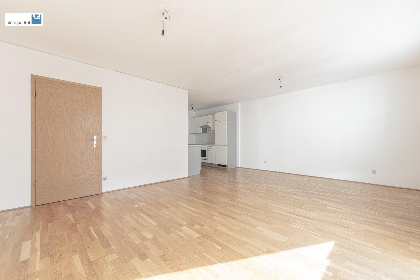 """Wohn- / Schlafzimmer (ca. 26,70 m²) mit """"Kochnische"""" (ca. 6,00 m²)"""