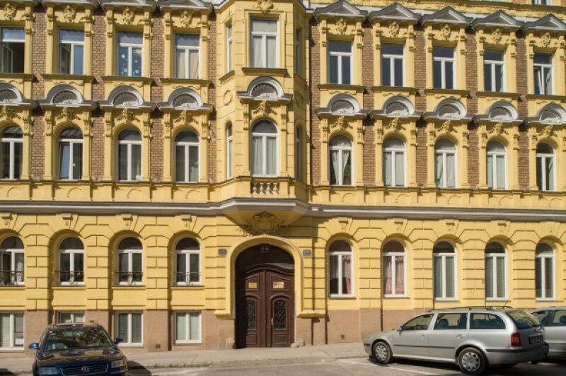 ++NEU++ Modernisierungsbedürftige 2-Zimmerwohnung mit 8m² Balkon in tollem Stilaltbau! hofseitig und ruhig!