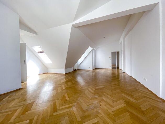 Foto von NEU! ++ TOP RENOVIERTE DG-WOHNUNG MIT TERRASSE in traumhafter Lage– Miete in 1090 Wien++