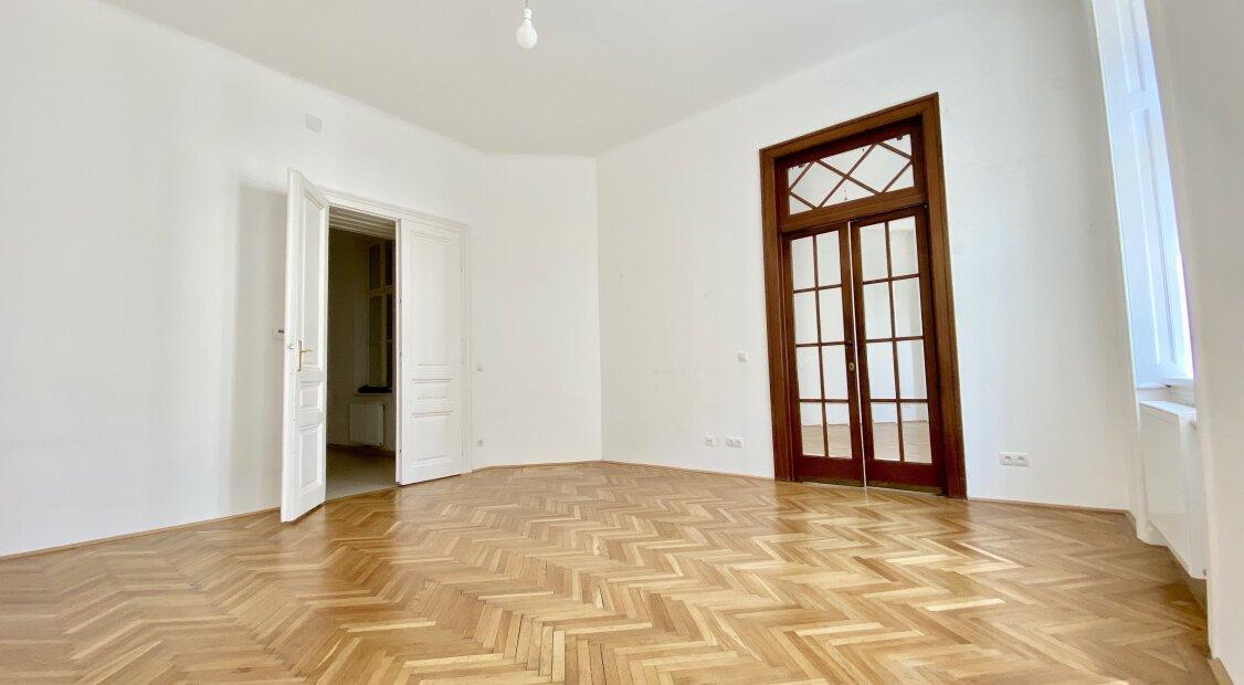 """Wunderschöne große 2-Zimmer Wohnung direkt am Sparkassaplatz - vis a vis vom """"Das Eduard"""""""